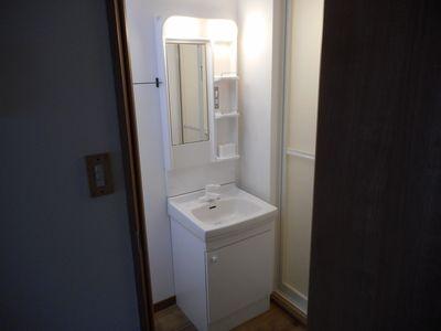 スペースも広め、洗面台