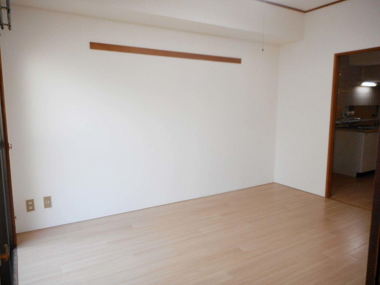 白を基調とした室内なので明るく感じます。