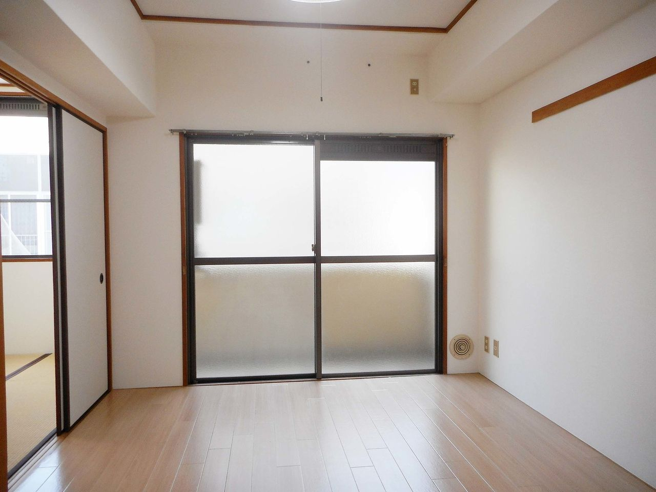 和室との間の建具を外したら広々と使えます