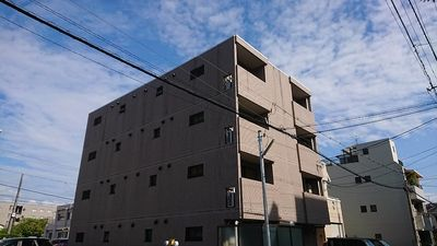 ワンフロア3世帯、全室角住戸、タイル張りのマンションで奇麗です