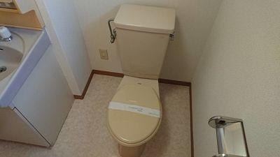 洗面台とトイレは一緒になってます。