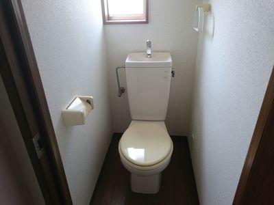 窓が付いているのでトイレも明るい。風通しもgood!