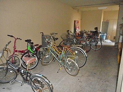 自転車置き場は登録制になってます。
