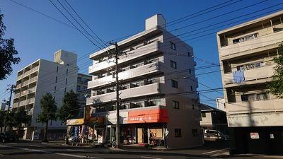 広島市中区光南のトロール吉島外観写真です