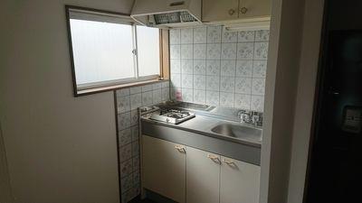 キッチン部分にも採光窓が有り明るい