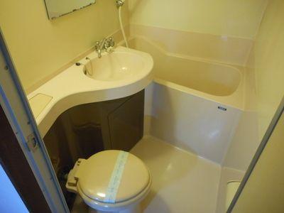 浴室・トイレ・洗面台は一緒でコンパクトになっているのでお掃除楽